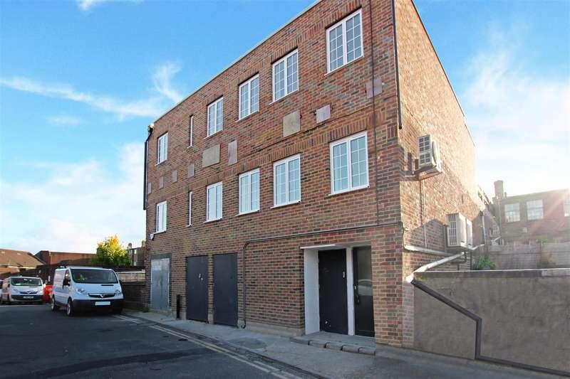 2 Bedrooms Flat for rent in St Wilfrids Way, Haywards Heath