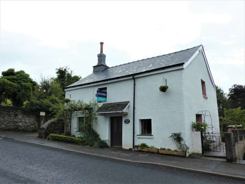 3 Bedrooms Detached House for sale in Ireleth Road, Askam-in-Furness, Cumbria, LA16 7DR