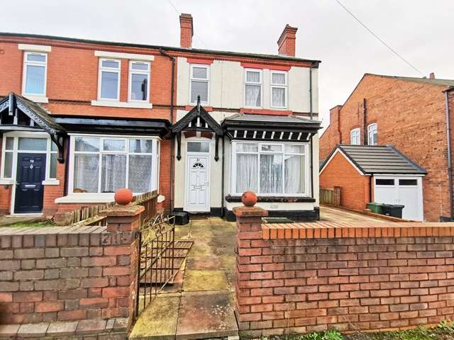 3 Bedrooms Semi Detached House for rent in A Spacious 3 Bedroom Semi-Detached House to Rent on Stourbridge Road in Dudley, DY1 2DH