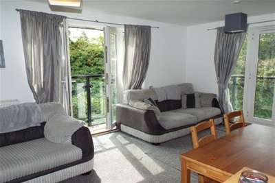 2 Bedrooms Flat for rent in Phoenix Parc, Ebbsfleet