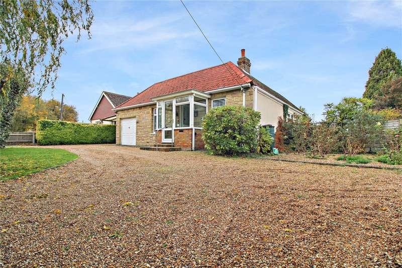 3 Bedrooms Detached Bungalow for sale in Berengrave Lane, Rainham, Kent, ME8