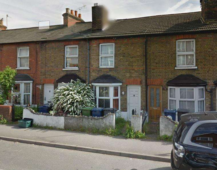 2 Bedrooms Terraced House for rent in Totteridge Road, High Wycombe