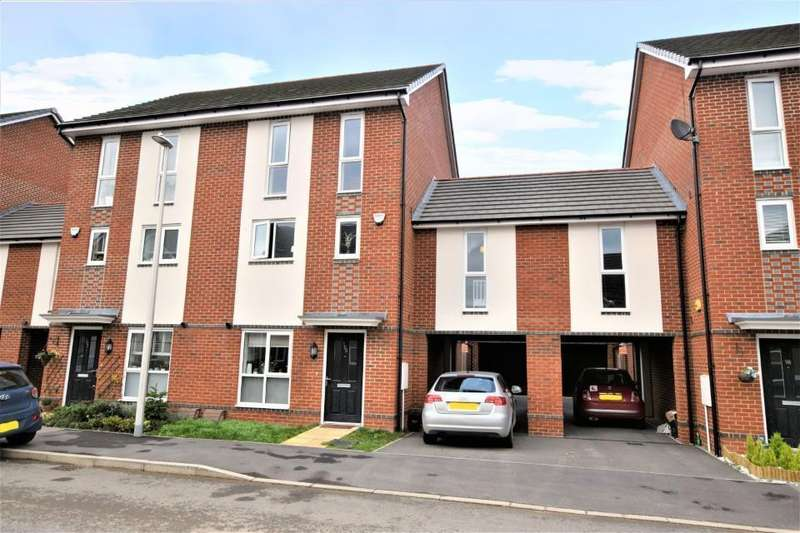 4 Bedrooms Semi Detached House for rent in Fullbrook Avenue, Spencers Wood, Reading, RG7