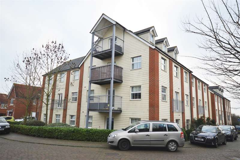 2 Bedrooms Flat for sale in Randall Close, Witham, CM8
