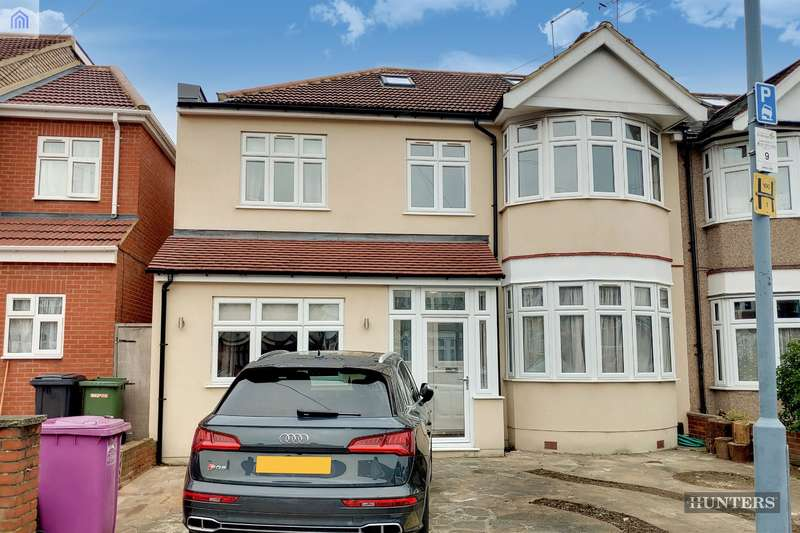 5 Bedrooms End Of Terrace House for sale in Blackbush Avenue, Chadwell Heath, RM6