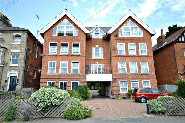 2 Bedrooms Apartment Flat for sale in Riverdale Court, Undercliff Road West, Felixstowe