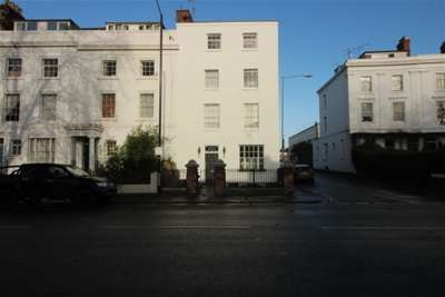 2 Bedrooms Flat for rent in Leamington Spa Town Centre