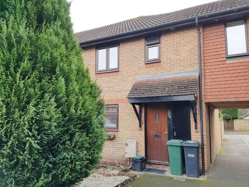 3 Bedrooms Terraced House for rent in Hilton Court, HORLEY, Surrey, RH6