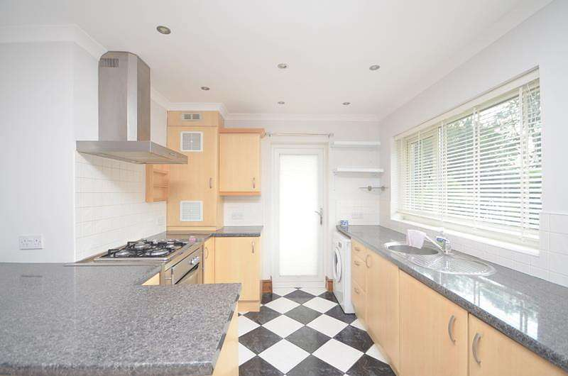 2 Bedrooms Maisonette Flat for rent in Grey Towers Gardens, Hornchurch, RM11