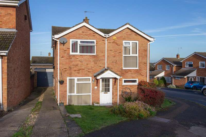 4 Bedrooms Detached House for sale in Roslyn Way, Houghton Regis