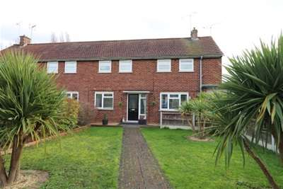 2 Bedrooms Flat for rent in Kirkmans Road, Galleywood, Chelmsford, CM2 8NW
