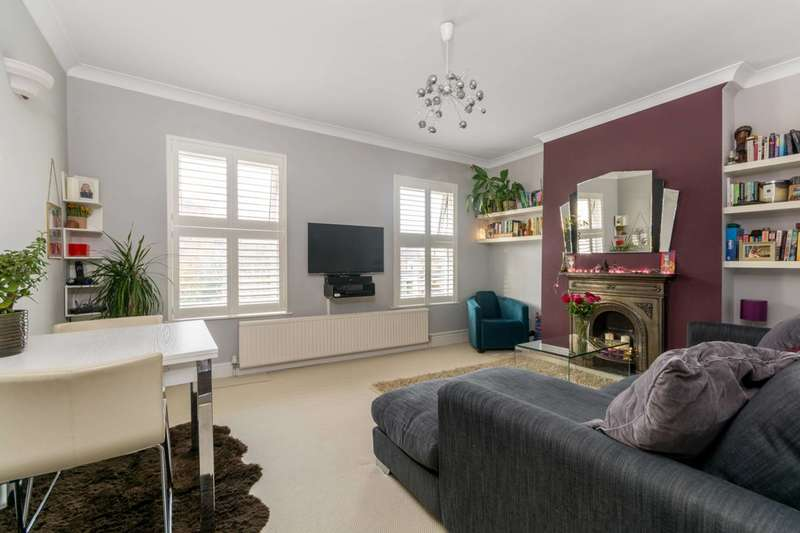 3 Bedrooms Maisonette Flat for sale in Priory Road, Bedford Park, W4