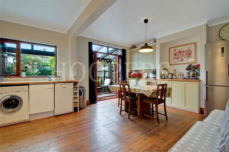 3 Bedrooms Terraced House for sale in Ashcombe Park, London