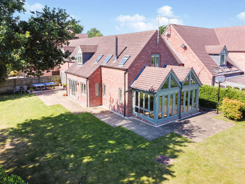 5 Bedrooms Unique Property for rent in Hawkes Hill Close, Norton Lindsey, Warwick