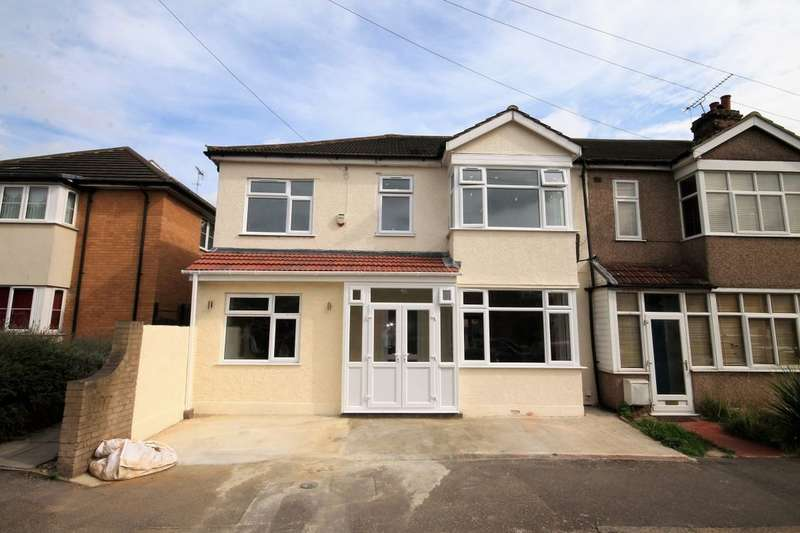 4 Bedrooms Semi Detached House for rent in Medora Road, Romford, RM7