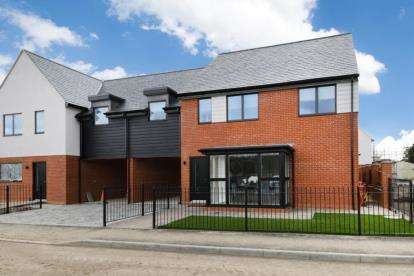 4 Bedrooms Semi Detached House for sale in Crays Hill, Billericay