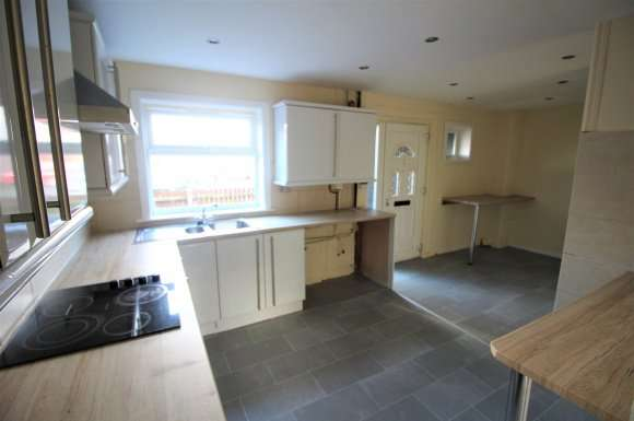 3 Bedrooms Property for rent in Angelico Rise, Oldham, OL1