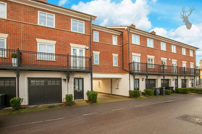 4 Bedrooms Terraced House for sale in Mowbray Close, Epping
