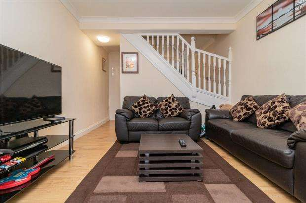 2 Bedrooms Terraced House for sale in Hughenden Road, High Wycombe, Buckinghamshire