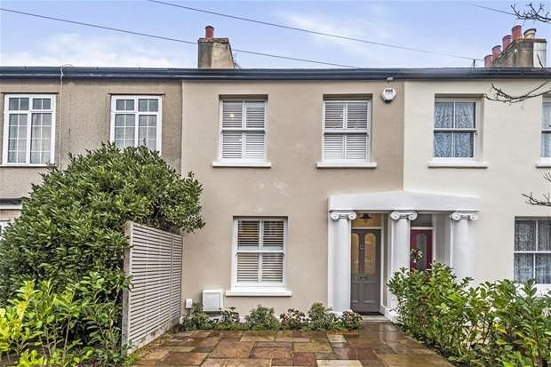 3 Bedrooms Terraced House for sale in Prospect Road, Long Ditton, Surbiton