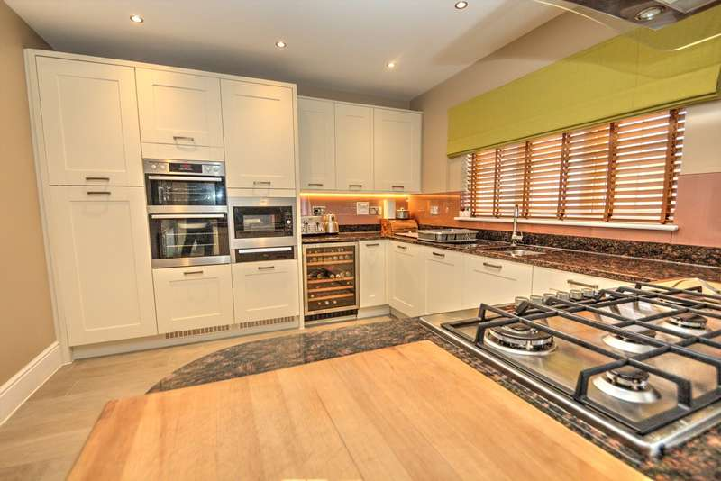5 Bedrooms Detached House for sale in Whalebone Wood Road, Pease Pottage, Crawley, RH11