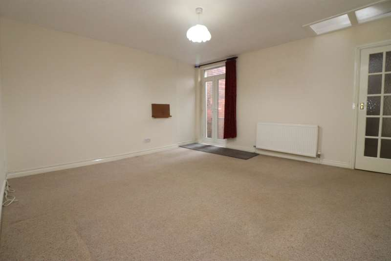 2 Bedrooms Flat for rent in Duckworth Street, Darwen, BB3 1AU