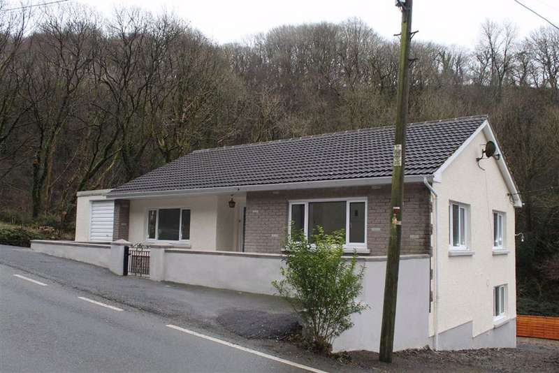 3 Bedrooms Detached House for sale in Cwmduad, Carmarthen
