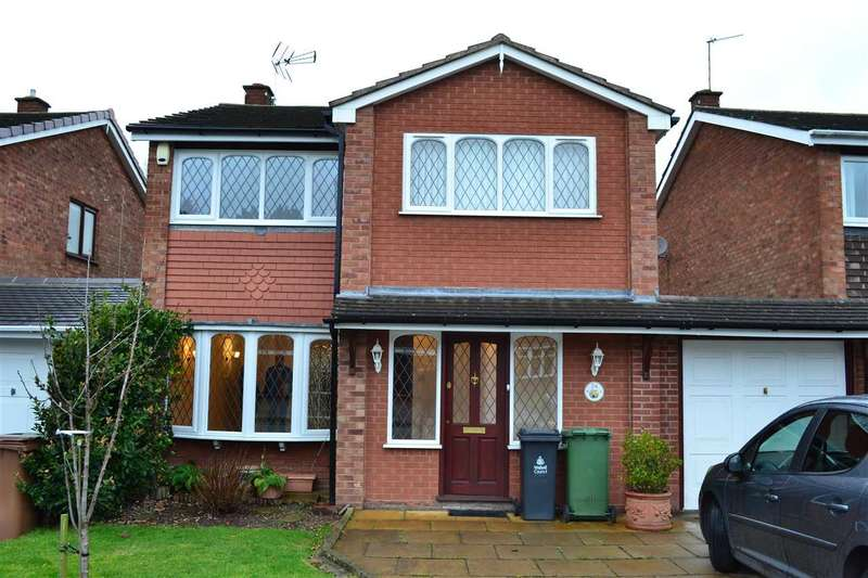 4 Bedrooms Detached House for rent in Ravensdale Gardens, Walsall