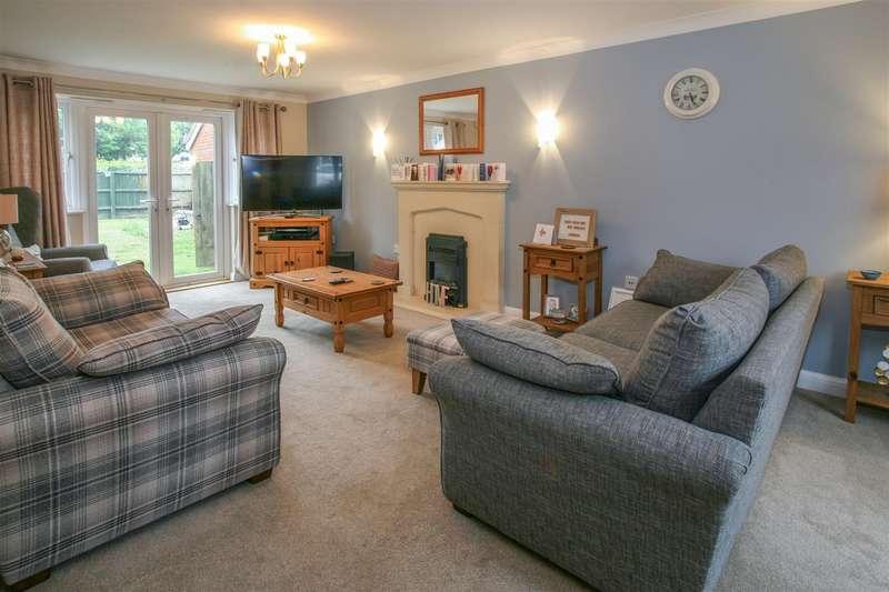 4 Bedrooms Detached House for sale in Pine Close, Rendlesham, Woodbridge