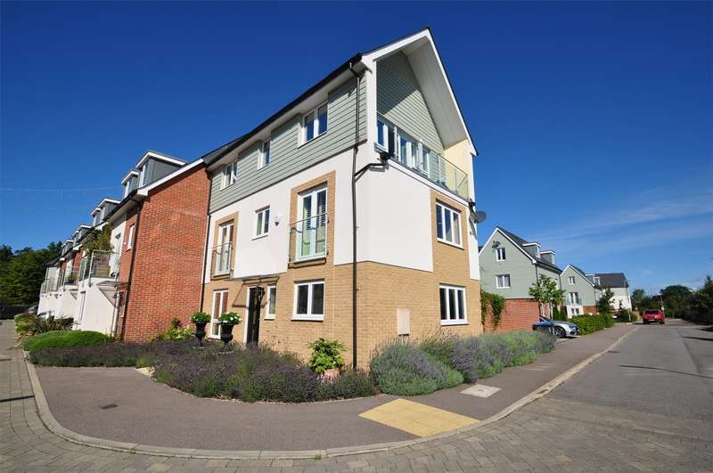 4 Bedrooms Semi Detached House for sale in Appletree Way, WELWYN GARDEN CITY, Hertfordshire