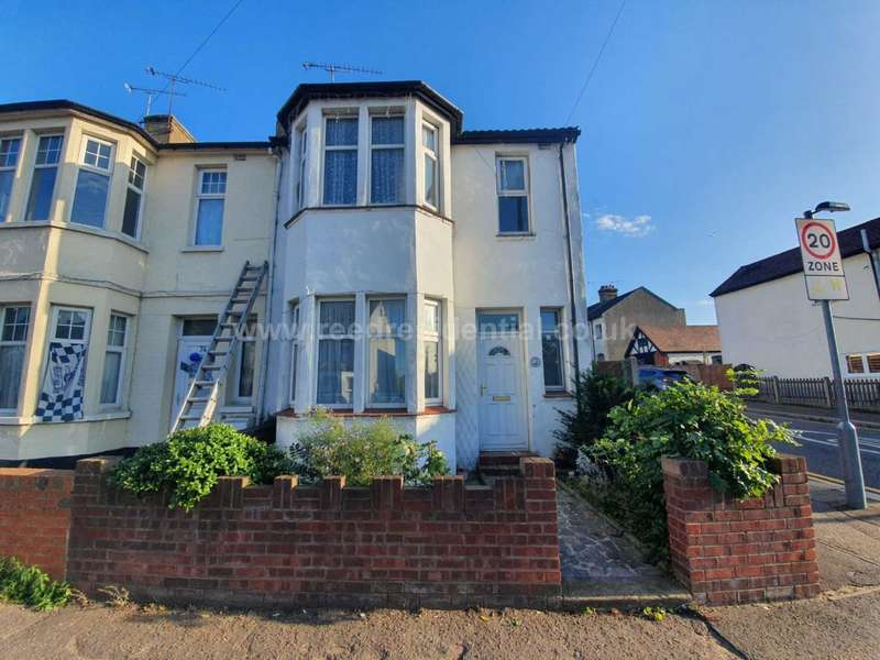 3 Bedrooms End Of Terrace House for rent in Fairfax Drive, Westcliff On Sea