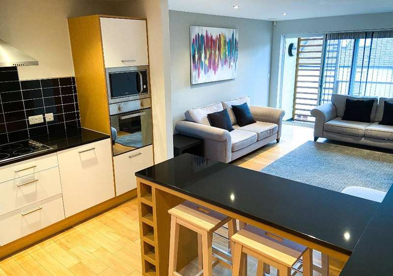 2 Bedrooms Apartment Flat for rent in Dock Street, Hull, HU1 3AL