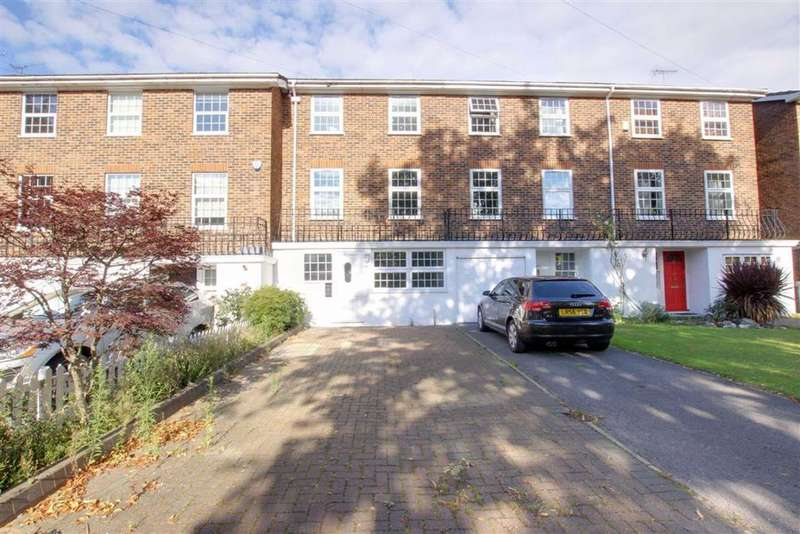 4 Bedrooms Terraced House for rent in York Road, New Barnet, Hertfordshire
