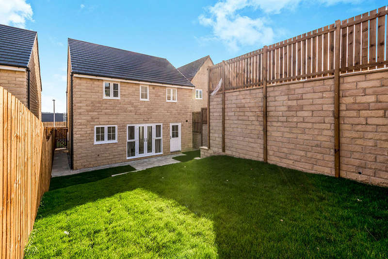 4 Bedrooms Detached House for rent in The Knoll, Keighley, BD22