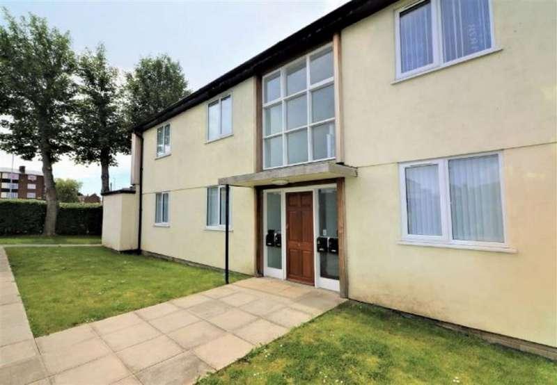 2 Bedrooms Flat for rent in Prenton Hall Road, Prenton, Merseyside