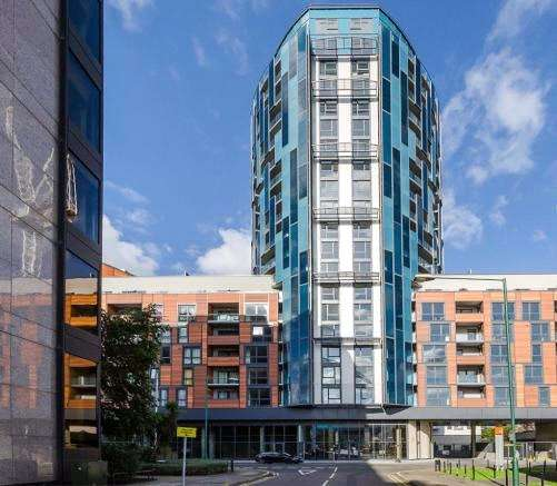 2 Bedrooms Flat for rent in