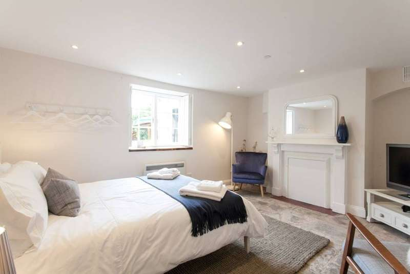 Flat for rent in Grove Road, Redland, Bristol, BS6