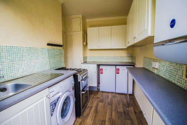 2 Bedrooms Flat for rent in Grantham Gardens, Romford, RM6