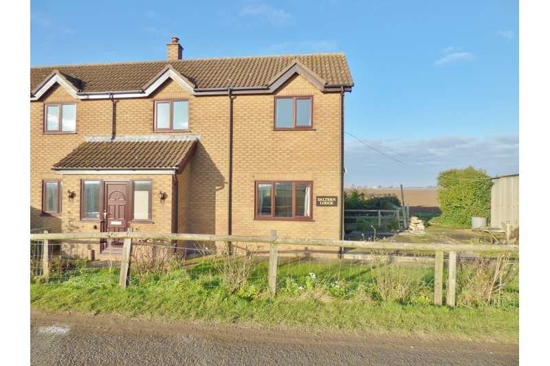 3 Bedrooms Semi Detached House for sale in Roman Bank, Holbeach Bank, Spalding