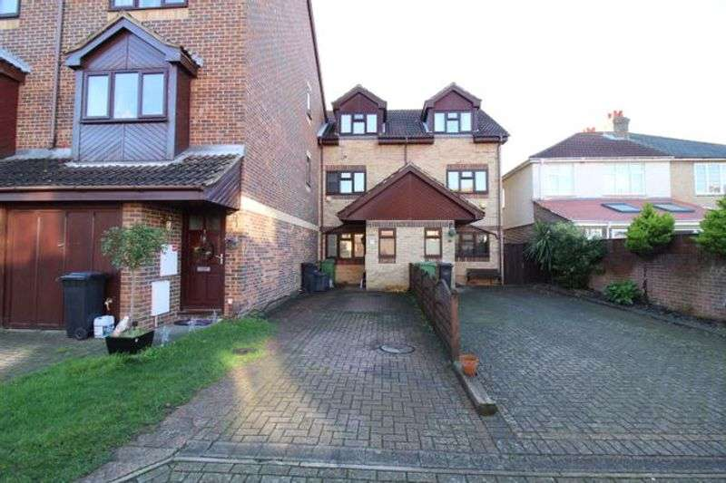 4 Bedrooms Property for rent in Vita Road, Portsmouth