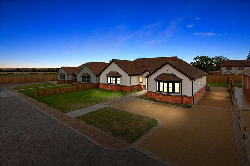 3 Bedrooms Detached Bungalow for sale in Charwood Mews, Burnham-on-Crouch, CM0