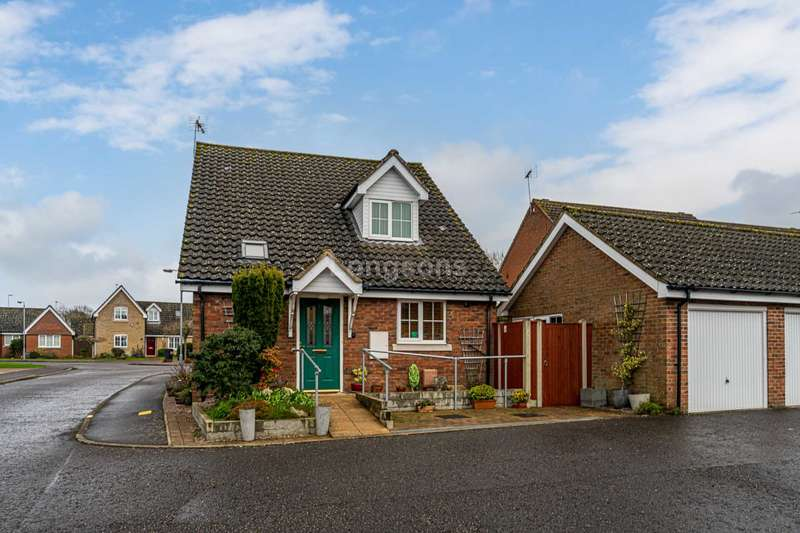 3 Bedrooms Detached House for sale in Oakleigh Drive, Swaffham