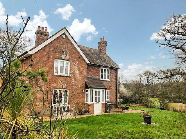 3 Bedrooms Detached House for rent in Aldermaston Road, Pamber Green, Tadley, RG26