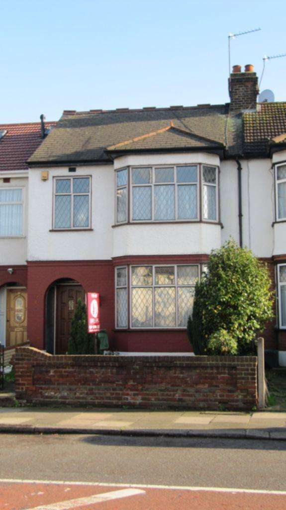 3 Bedrooms House for rent in South Park Drive, Ilford, IG3