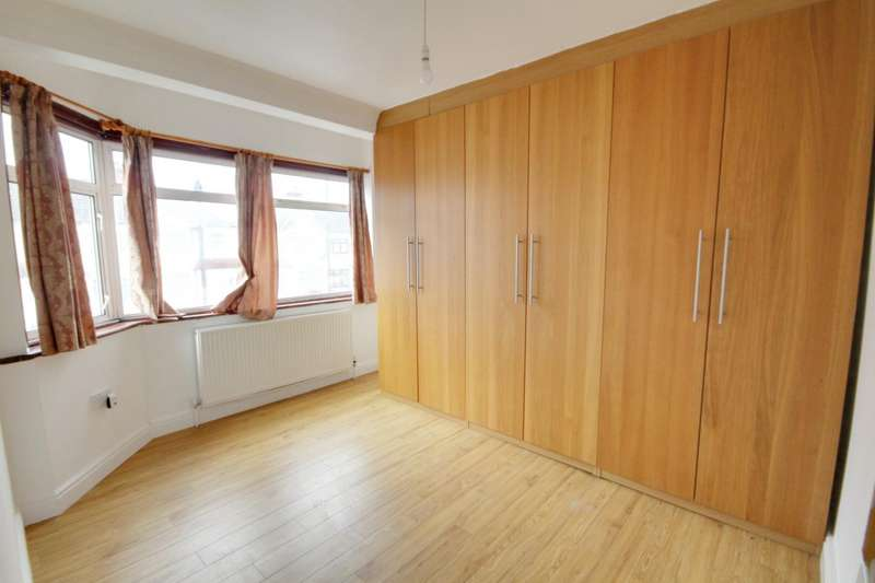 3 Bedrooms Terraced House for rent in Newbury Avenue, Enfield