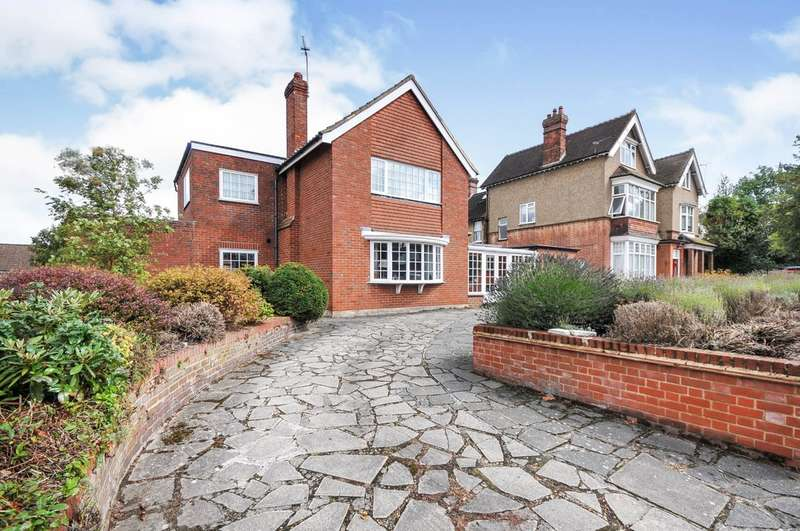 3 Bedrooms Detached House for sale in The Drive, Sidcup, DA14 4ER
