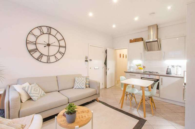 2 Bedrooms Flat for sale in Springbank Road, Hither Green, SE13