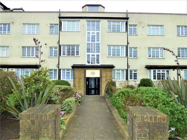2 Bedrooms Apartment Flat for sale in London Road, Leigh on sea, Leigh on sea, SS9 2QP