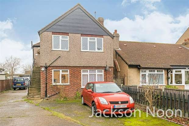2 Bedrooms Maisonette Flat for rent in Chessington Road, West Ewell