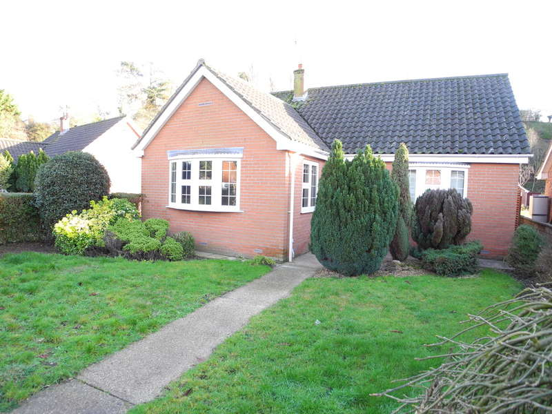 2 Bedrooms Detached Bungalow for sale in Beccles Road, Bungay